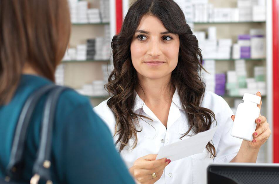 woman purchasing dietary supplements to treat nerve pain